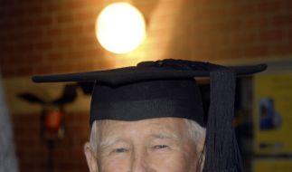 Allan Stewart feiert mit 97 Jahren seinen dritten Studienabschluss. (Foto)