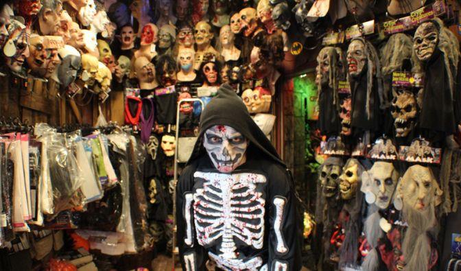 Alles was für eine gelungene Halloween Party benötigt wird finden Halloween Fans ganzjährig im Halloween Gore Store. (Foto)