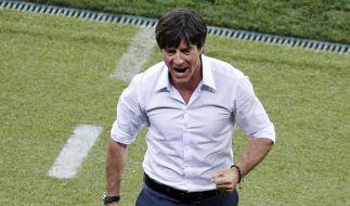 Alles richtig gemacht, Herr Löw: Der Bundestrainer hat das DFB-Team pünktlich zur EM wieder auf Spur gebracht. (Foto)