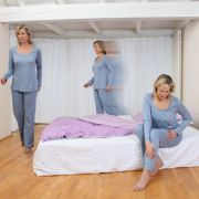 Alptraum Restless Legs Syndrom: Gegen das fiese Kribbeln und Stechen in den Gliedmaßen hilft nur Bewegung der Beine - doch viele Betroffene fühlen sich ausgelaugt und leiden unter Schlafmangel. (Foto)