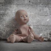 Mann missbraucht Kleinkind und wirft es aus dem Fenster (Foto)