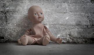 Als ein Mann beim Missbrauch eines Kleinkindes erwischt wurde, warf er es aus dem Fenster. (Foto)