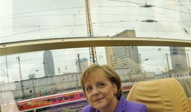 Als Schlafwagen-Trip verulkte die Opposition Merkels Wahlkampffahrt im Rheingold-Express. (Foto)