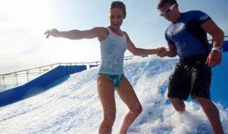 Als Surfer ist der Pool zu langweilig? Mit einem Surf-Simulator wird diesem Bedürfnis Genüge getan. Wie echt das Erlebnis ist, können wohl nur richtige Surfer beurteilen. (Foto)