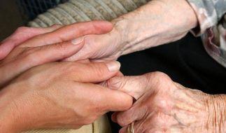 Alte und kranke Menschen schützt die Sozialklausel im Mietrecht vor dem Rauswurf.  (Foto)