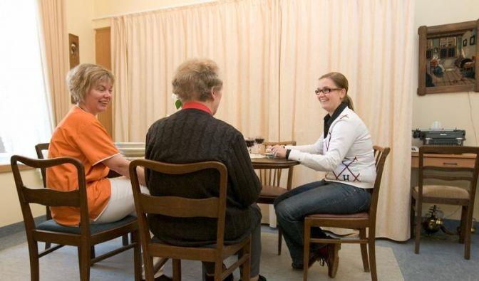 Alte Möbel wecken Erinnerungen bei Demenz-Kranken (Foto)
