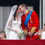 Am 29. April 2011 war es nun endlich soweit: 2 Milliarden Menschen weltweit schauten dabei zu, wie der Prinz der Bürgerlichen das Ja-Wort gab.