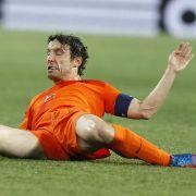 Am Boden liegend, ganz schön zerkocht: Mark van Bommel.