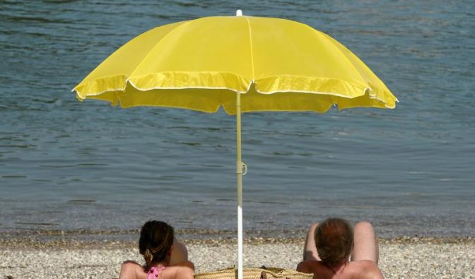 Am Ferienstrand ist Erholung angesagt - mit ein paar Tricks bleibt diese auch im Alltag nach dem Urlaub erhalten. (Foto)