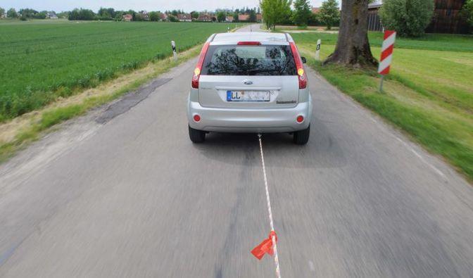 Am Haken Richtung Werkstatt - Autos richtig abschleppen (Foto)