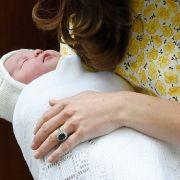 Am 2. Mai 2015 werden Herzogin Catherine und Prinz William Eltern einer bezaubernden Tochter - Prinzessin Charlotte Elizabeth Diana von Cambridge.