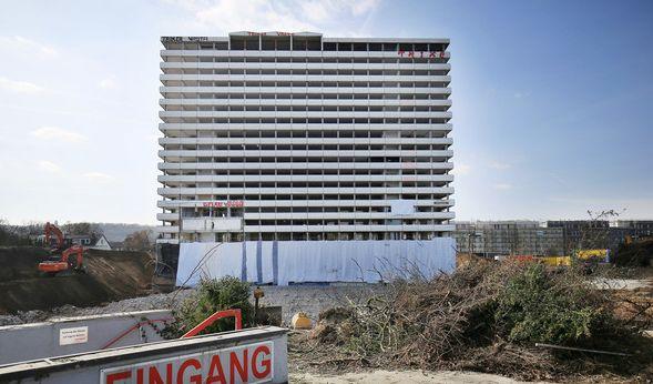 Am Sonntag ist das Bonn-Center kontrolliert gesprengt worden. (Foto)