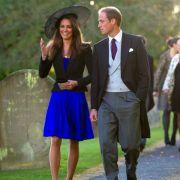 Am 16.10.2010 verkündete der Buckingham Palace die Nachricht, auf die alle gewartet hatten: Prinz William hatte seiner Kate nach über acht Jahren Beziehung einen Heiratsantrag gemacht!