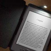 Farblos: In Deutschland kommt vorerst nur die einfache Variante des neuen Kindle auf den Markt.
