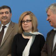 Amr Al-Azm, Mitglied des Exekutivkomitees des Nation Change Currents und Afra Jalabi und Murhaf Jouejati, Mitglieder des Syrischen Nationalrates, haben in Berlin das Papier «The Day After» vorgestellt.