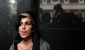 Amy Winehouse patzt bei Preisverleihung (Foto)