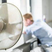 An heißen Tagen fällt es besonders schwer, sich zu konzentrieren. Deshalb ist es wichtig, für Abkühlung zu sorgen. (Foto)