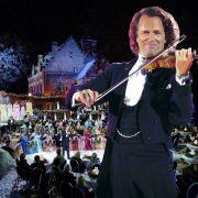 André Rieu spielt am Heiligabend mit großem Orchester auf.