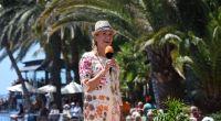 """Andrea Kiewel begrüßt die Zuschauer zur dritten Ausgabe vom """"ZDF-Fernsehgarten on tour"""" von der Costa Meloneras auf Gran Canaria. (Foto)"""