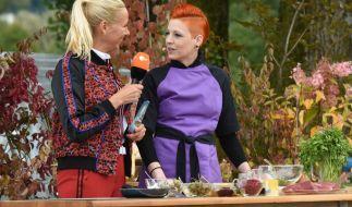 """Andrea Kiewel und TV-Köchin Meta Hiltebrand in """"Die Drei-Länder-Show"""". (Foto)"""