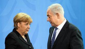 Angela Merkel und Benjamin Netanjahu demonstrieren ihre Freundschaft. (Foto)