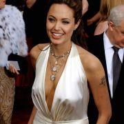 Bei den Oscars 2004 war die Welt noch in Ordnung: Angelina Jolie wurde für ihr weißes Seidenkleid gelobt.