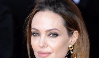 Angelina Jolie: Glamour-Star und Regiedebütantin (Foto)