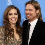 Angelina Jolie (37) hat von einem buddhistischen Mönch den Rat bekommen, Brad Pitt erst im nächsten Jahr zu heiraten.