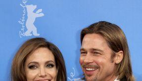 Angelina Jolie (37) hat von einem buddhistischen Mönch den Rat bekommen, Brad Pitt erst im nächsten Jahr zu heiraten. (Foto)