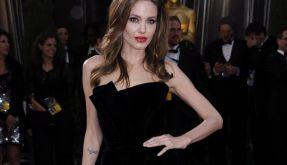 Angelina Jolie schmollt nach ihrer Bein-Blamage (Foto)
