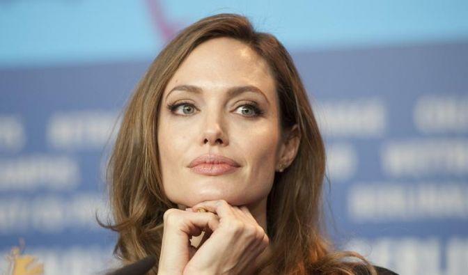 Angelina Jolie spricht lieber nur über ihren Film (Foto)