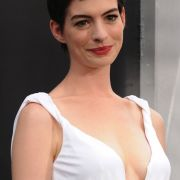 Anne Hathaway gibt in The Dark Knight Rises die Catwoman.