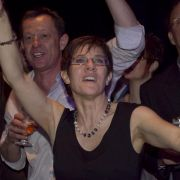 Annegret Kramp-Karrenbauer darf nach ihrem Wahlsieg tanzen.