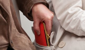 """""""Antänzer"""" nutzen den engen Körperkontakt als Ablenkung, um die Brieftasche zu klauen. (Foto)"""
