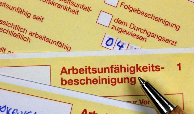 Arbeitgeber dürfen die Krankmeldung neuerdings ab dem ersten Tag der Krankschreibung verlangen. (Foto)