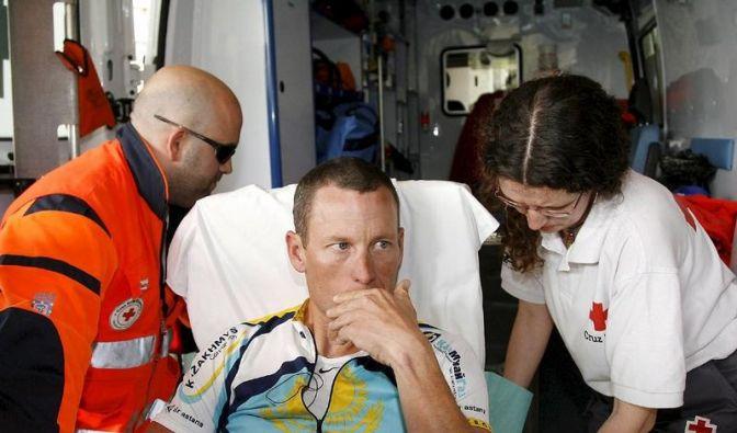 Armstrong gestürzt: Giro-Teilnahme in Gefahr (Foto)