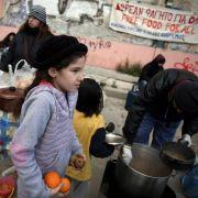 Armut in Griechenland: Viele sind auf öffentliche Suppenküchen angewiesen.