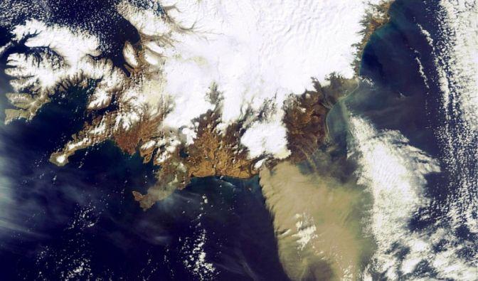 Aschewolke treibt Richtung Südosten (Foto)