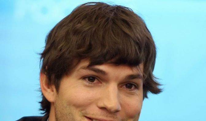 Ashton Kutcher hat Probleme als falscher Inder (Foto)