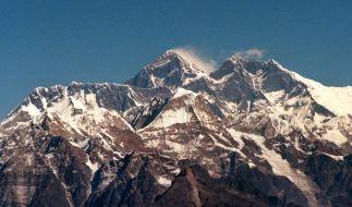 Atemberaubend schön und zugleich lebensgefährlich: Das Himalaya-Massiv mit dem Mount Everest, dem höchsten Berg der Welt. (Foto)