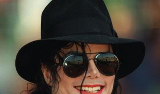 Auch die zweite Autopsie soll Anzeichen für Jacksons Mißbrauch von Medikamenten gefunden haben. (Foto)
