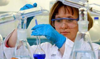 Auch beim Chemiegiganten BASF in Ludwigshafen wird über die Fortsetzung des Beschäftigungspakts verh (Foto)
