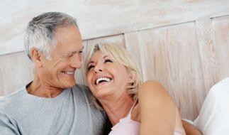 Auch mit 60 Jahren muss die Lust noch nicht zum Frust werden. Es gibt Hilfe - auch vom Arzt. (Foto)