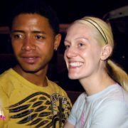Auch Kathi (24) und Dominikaner Jonathan (25) lernten sich im Urlaub kennen. Jetzt ist sie schwanger von ihm.