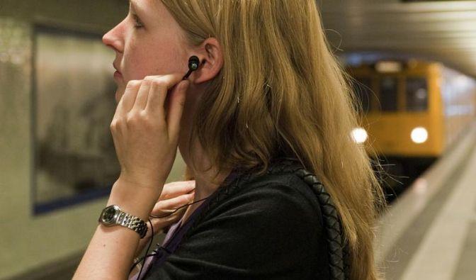 Auch leise Musik über Kopfhörer im Verkehr gefährlich (Foto)