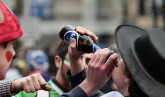 Auch zu Karneval Alkohol in Ruhe trinken (Foto)