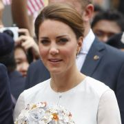 Auf ihrer Asienreise zeigt sich Herzogin Kate ganz zünftig. Doch im Frankreich-Urlaub soll das anders gewesen sein.