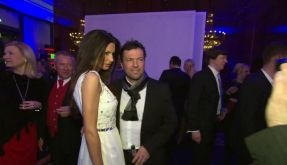 Auf der Berlinale-Party werden Lothar Matthäus und seine Freundin Joanna von Fotografen und TV-Kameras umlagert. (Foto)