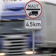 Auf vierspurigen Bundesstraßen müssen LKW ab 1. August 2012 auch Maut berappen.