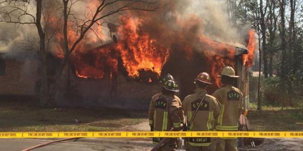 Feuerwehr genehmigt Brandstiftung